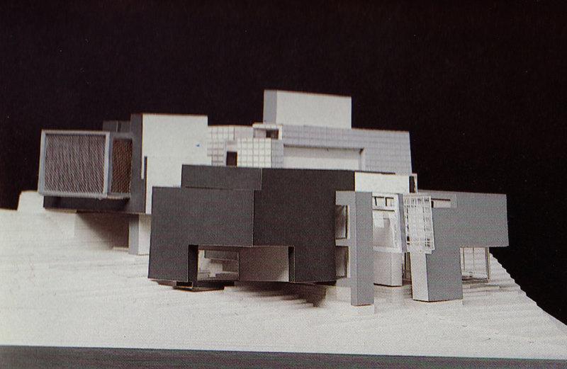 Abb. 3: Peter Eisenman: Axonometrisches Modell für House X, 1978, Modellbauer: Sam Anderson. In: Peter Eisenman: House X, New York 1982, S. 165.
