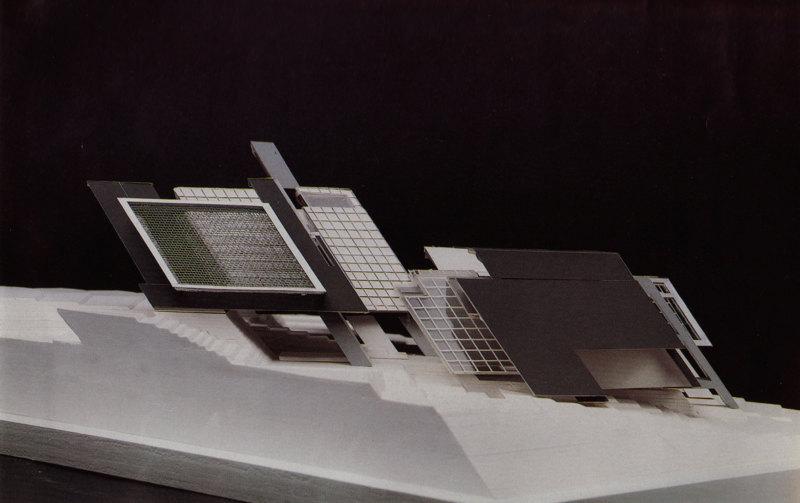Abb. 4: Peter Eisenman: Axonometrisches Modell für House X, 1978, Modellbauer: Sam Anderson. In: Peter Eisenman: House X, New York 1982, S. 165.