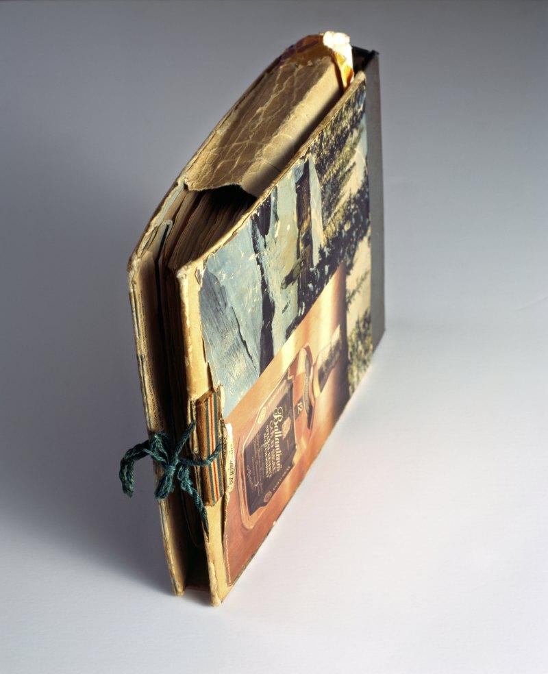 Abb. 3: Akram Zaatari: Untitled, Nabih Awada's book of letters, 2007, C-Print, framed, 91x74cm. Courtesy the artist and Sfeir-Semler Gallery.
